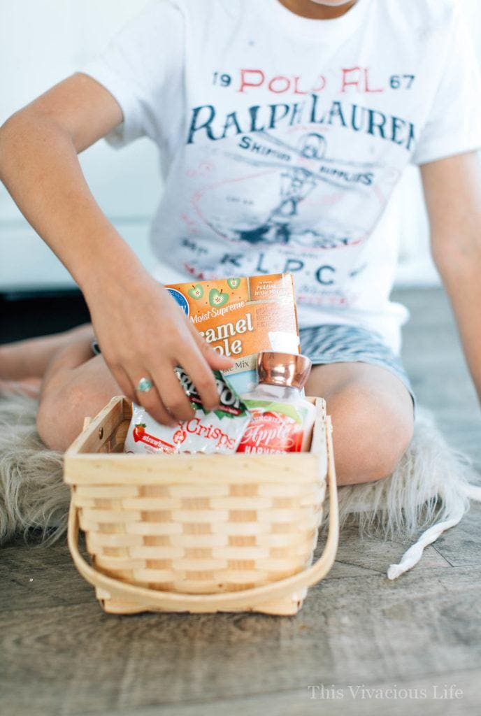 These teacher appreciation gifts are simple and so sweet. Any teacher would be happy to receive them during teacher appreciation week.