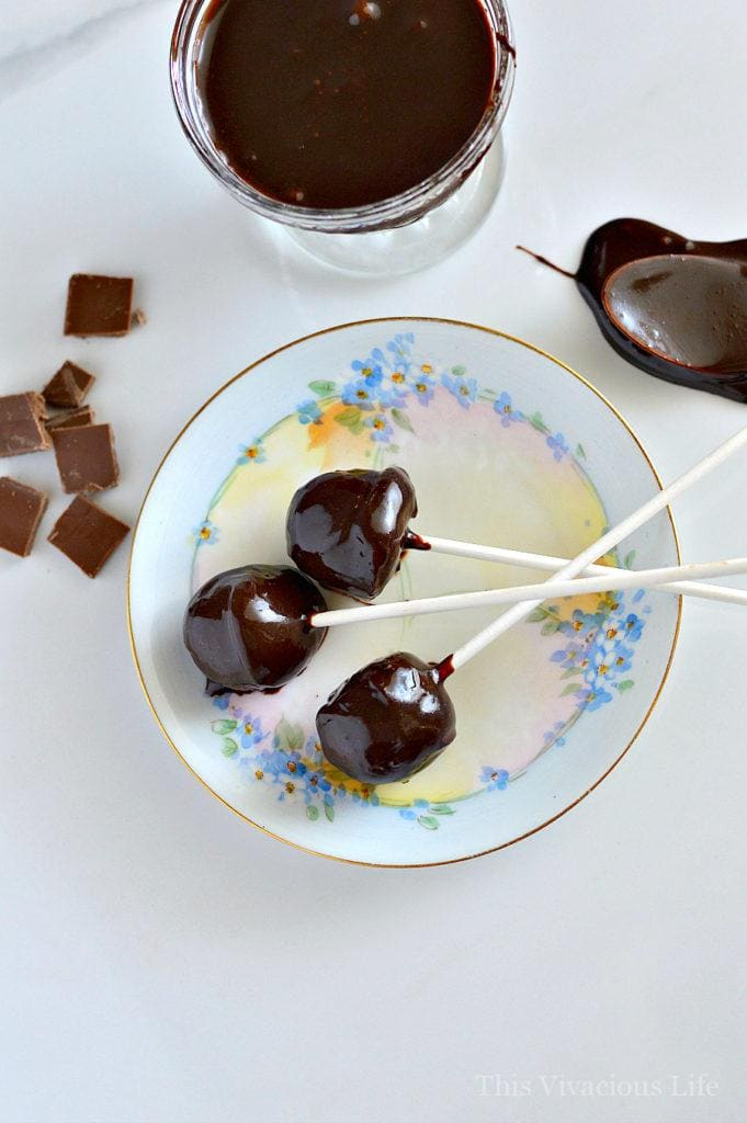 These dairy-free ice cream fudge pops are so easy to make and are sure to please a crowd. Whether dairy-free or not, these little ice cream desserts are tasty.
