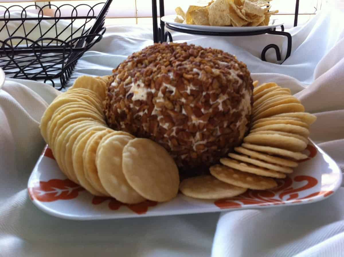 Thanksgiving Dinner~Mom's famous cheeseball
