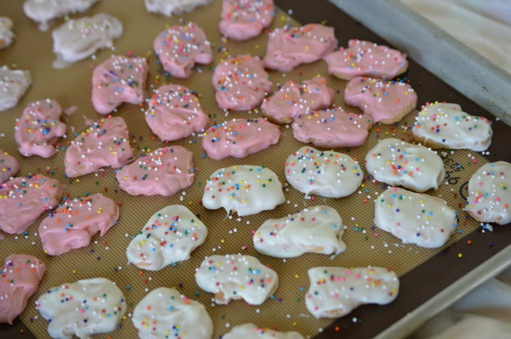 These gluten-free frosted animal crackers are a semi-homemade treat that will be nostalgic as it is fun.   homemade frosted animal crackers   gluten free animal crackers   gluten free kids snacks   gluten free sweet treats   gluten free cookies    This Vivacious Life