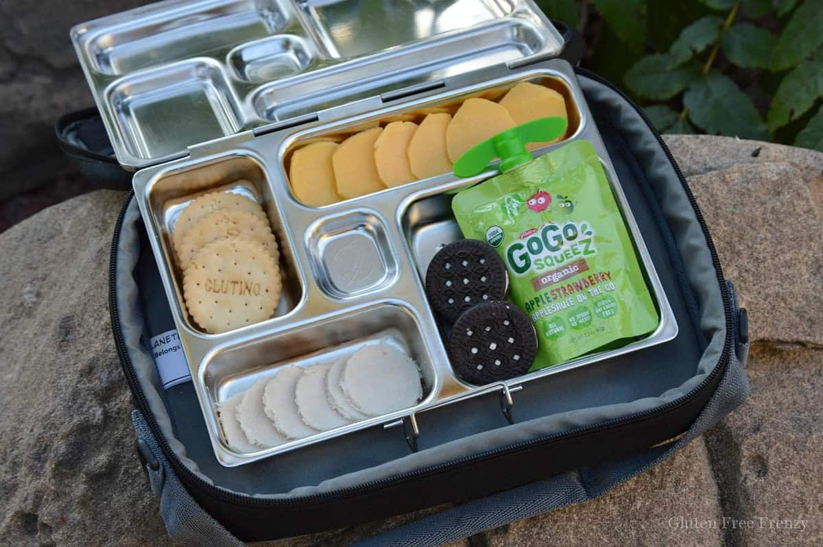 Make homemade lunchables in a snap! These super cute bento box lunches are so much better for your little ones than the store bought version and they can even be made gluten-free! www.glutenfreefrenzy.com