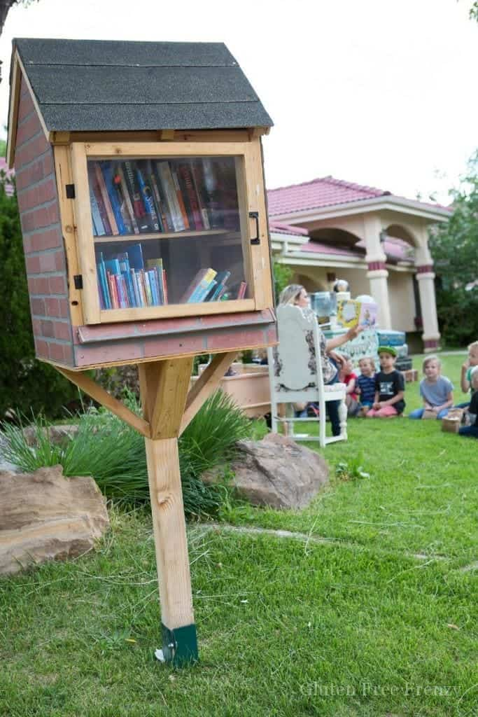 This little library adventure awaits party is a great way to promote literacy in your neighborhood. | diy party ideas | book party ideas | hosting a neighborhood party | summer party ideas || This Vivacious Life #reading #summerparty #littlelibrary #neighborhoodlibrary #diyparty #thisvivaciouslife