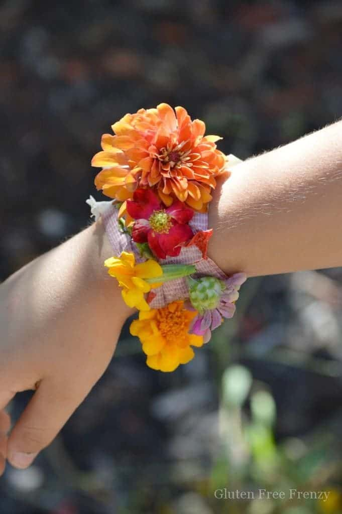Easy Diy Nature Bracelets And Dirt Cups For Spring Summertime Fun