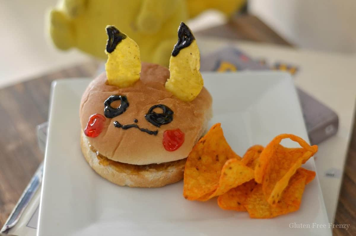 Oh my heck, this Pokémon Go camp is so fun! Pokeball cookies and rice krispies, Pikachu sandwiches, games and so much more!