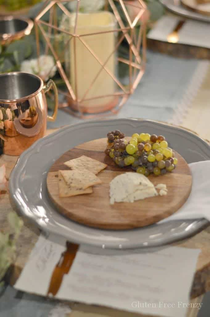 Setting up an al fresco dinner party really is so easy with just a few pops of WOW! From individual cheese plates to geode cookies and fabulous flowers, we will show you how to create the most gorgeous dinner party, without breaking the bank! glutenfreefrenzy.com