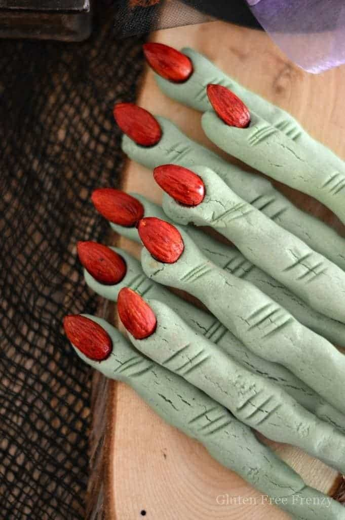 Oh my goodness, these edible witches finger cookies are SO cute! They are delicious, gluten-free and the perfect dessert for your next Halloween party! www.glutenfreefrenzy.com