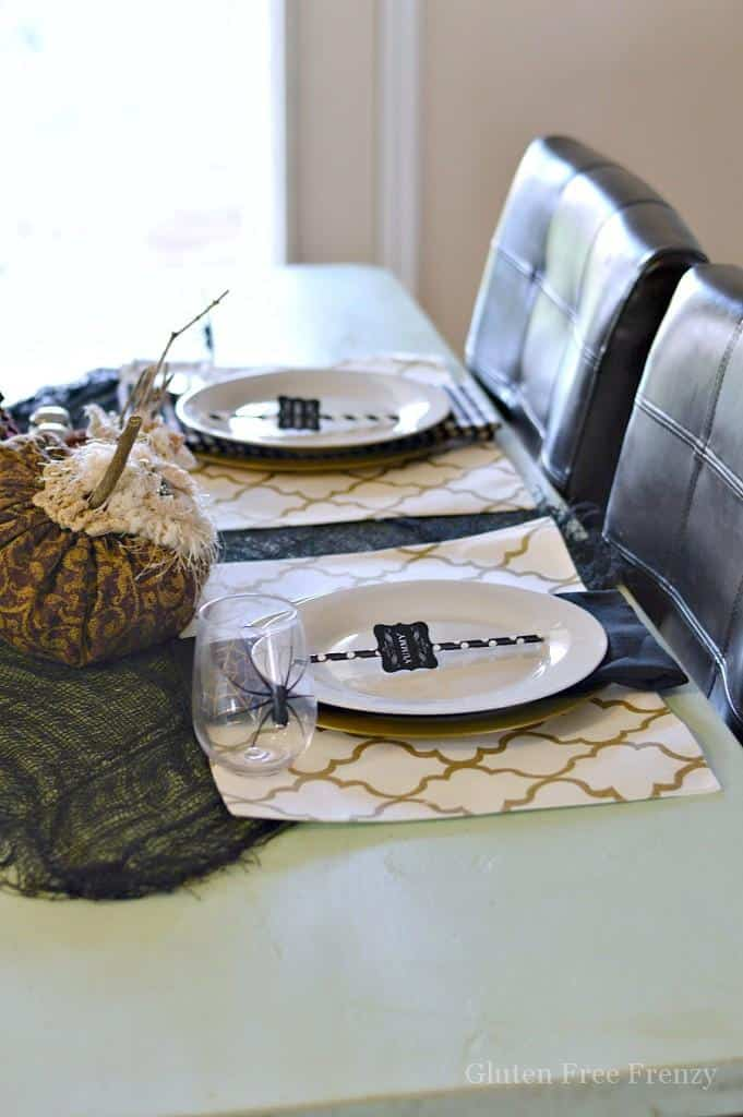 How cute is this super simple Halloween table? It is festive, fun and quick to put together. The felt pumpkins really give it a beautiful touch. | halloween tablescape ideas | halloween decorating ideas | halloween decor ideas | halloween party ideas | halloween home decor | decorating for halloween | home decor ideas for halloween || This Vivacious Life #halloween #tablescape #halloweentable #halloweendecorations #halloweendecor #thisvivaciouslife