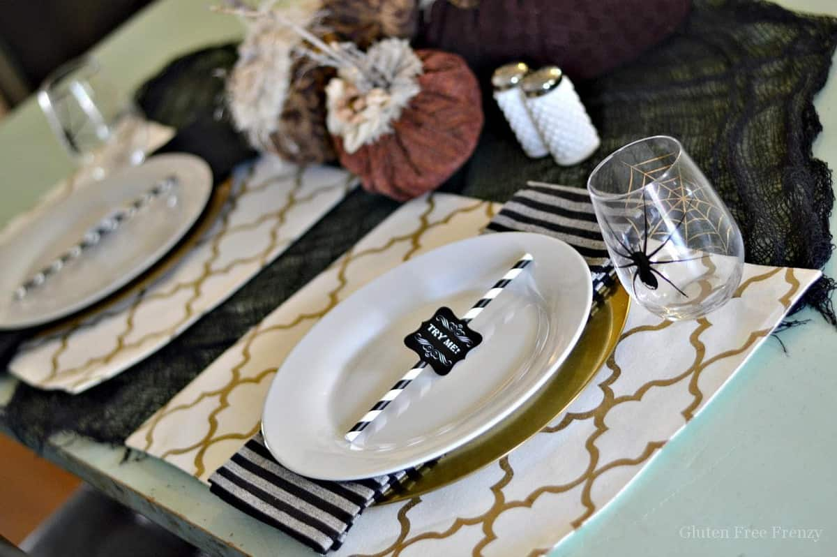 How cute is this super simple Halloween table? It is festive, fun and quick to put together. The felt pumpkins really give it a beautiful touch. glutenfreefrenzy.com