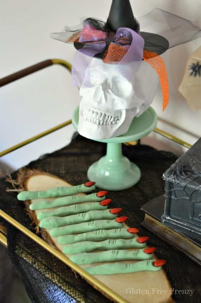 Oh my goodness, these edible witches finger cookies are SO cute! They are delicious, gluten-free and the perfect dessert for your next Halloween party! | Gluten Free Halloween Treats | DIY Halloween | Gluten Free Recipes | Gluten Free Halloween | homemade halloween recipes | spooky halloween treats | gluten-free halloween treats | kid-friendly halloween recipes || This Vivacious Life