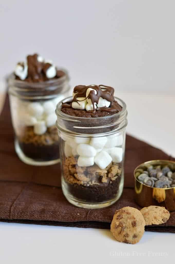 Gluten-Free Chocolate Marshmallow Brownies in a Jar | gluten-free desserts | gluten-free mug desserts | gluten-free brownie desserts | desserts in a jar | gluten-free chocolate recipes || This Vivacious Life #glutenfreechocolate #glutenfreedesserts #glutenfreesweets