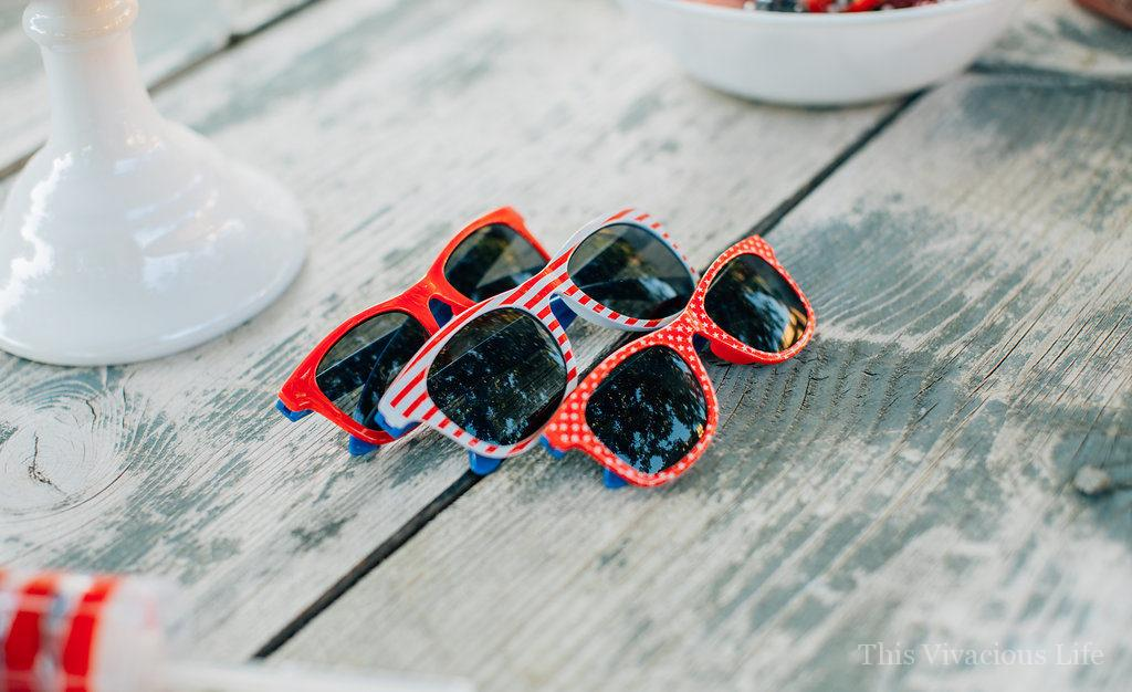 This 4th of July backyard bash and fruit salad are sure to put your party guests in the patriotic spirit! We have everything you want in red, white and blue including snow cone sugar cookies, pop rock cupcakes and even yard yahtzee!