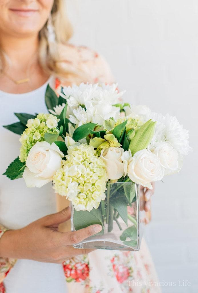 These simple white flower arrangements are easy to put together and are only around $15 each! | how to arrange flowers | flower arrangement tips and tips | how to style white flowers | white flower arrangement tips | simple flower arrangement tips || This Vivacious Life #flowers #diyflowers #flowerarrangment #whiteflowers #homedecor