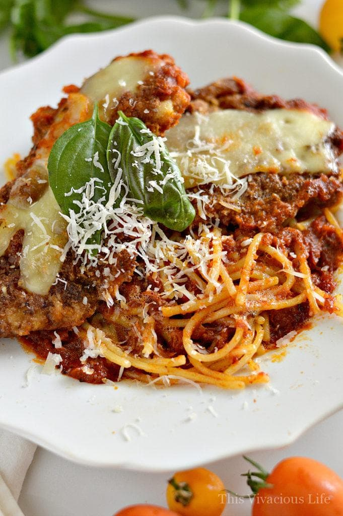 This is truly the best gluten-free chicken parmigiana out there! It is a little crispy and perfectly flavored. Plus, it's pretty simple to make as well. | gluten free italian recipes | gluten free dinner recipes | gluten free meal ideas | dinner recipes gluten free | how to make gluten free chicken parmigiana | chicken parmigiana gluten free || This Vivacious Life