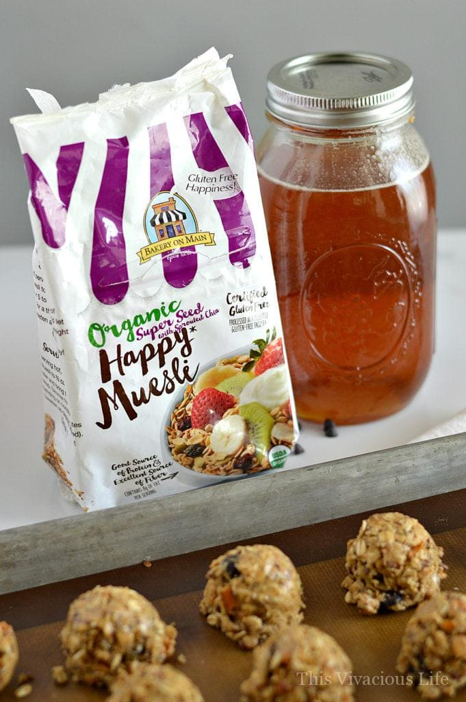 These muesli muscle bites are perfect for keeping your energy up and also great post workout. These energy balls are great and gluten-free. | gluten free energy bites | gluten free snack recipes | homemade energy bite recipe | gluten free recipe ideas | healthy gluten free snacks | healthy snack recipes | recipes using muesli | muesli recipe ideas || This Vivacious Life