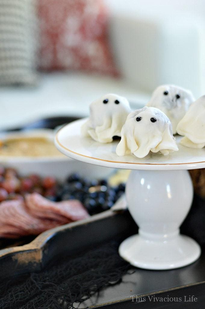 Halloween Mom n' Me Brunch Party and Get Together | halloween party ideas | fall party ideas | halloween fun | celebrating halloween with friends | fun halloween ideas || This Vivacious Life #halloween #brunch #halloweenparty #partyideas #fallideas #thisvivaciouslife