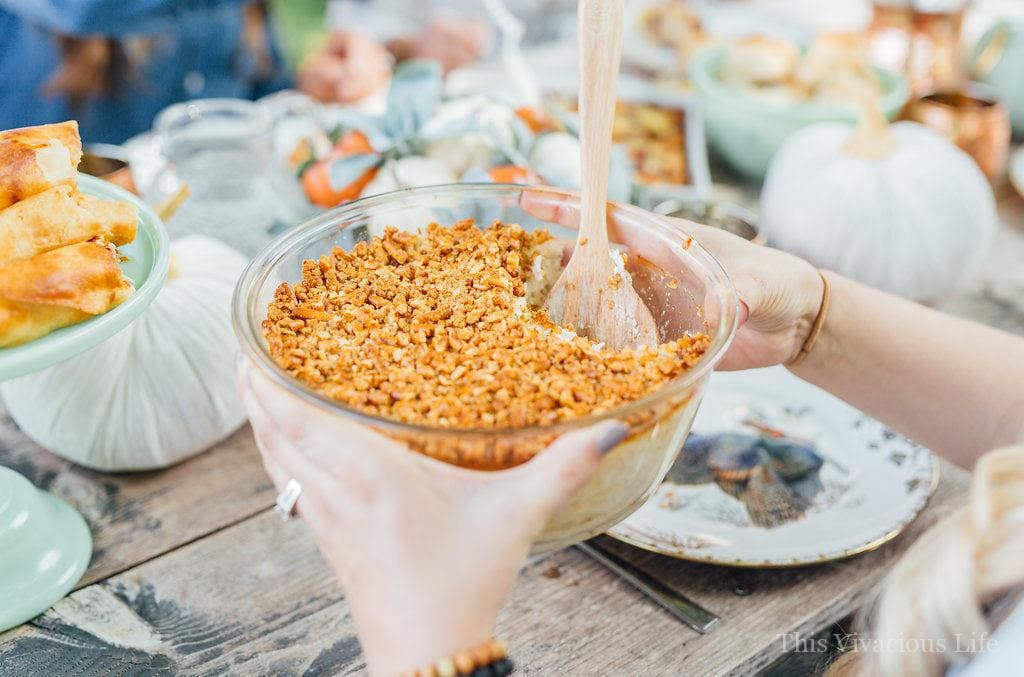 This harvest ladies lunch is a modern take on a fun friendsgiving party. You will love the food and color scheme... | how to host a fall ladies lunch | how to host a ladies lunch | friendsgiving ideas | ideas for fall get togethers | fall party ideas || This Vivacious Life #friendsgiving #falllunch #ladieslunch