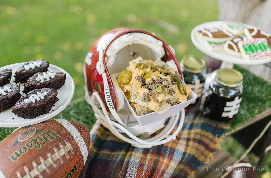 This ladies night football party if fun and full of good food (which is usually what the women like most during football season anyway right?) Let us show you how to style one for yourself.