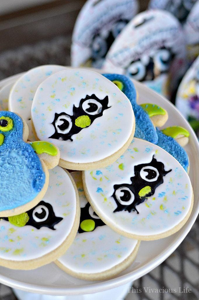 This Hatchimals birthday party is sure to put a smile on your little ones face. We've got the cutest cookies, hatchy birthday popcorn and even a themed cake. | kids birthday party ideas | diy kids parties | hatchimals party ideas || This Vivacious Life #kidsparties #birthdayparty #hatchimals #hatchimalsparty #kidsbirthday #diyparties