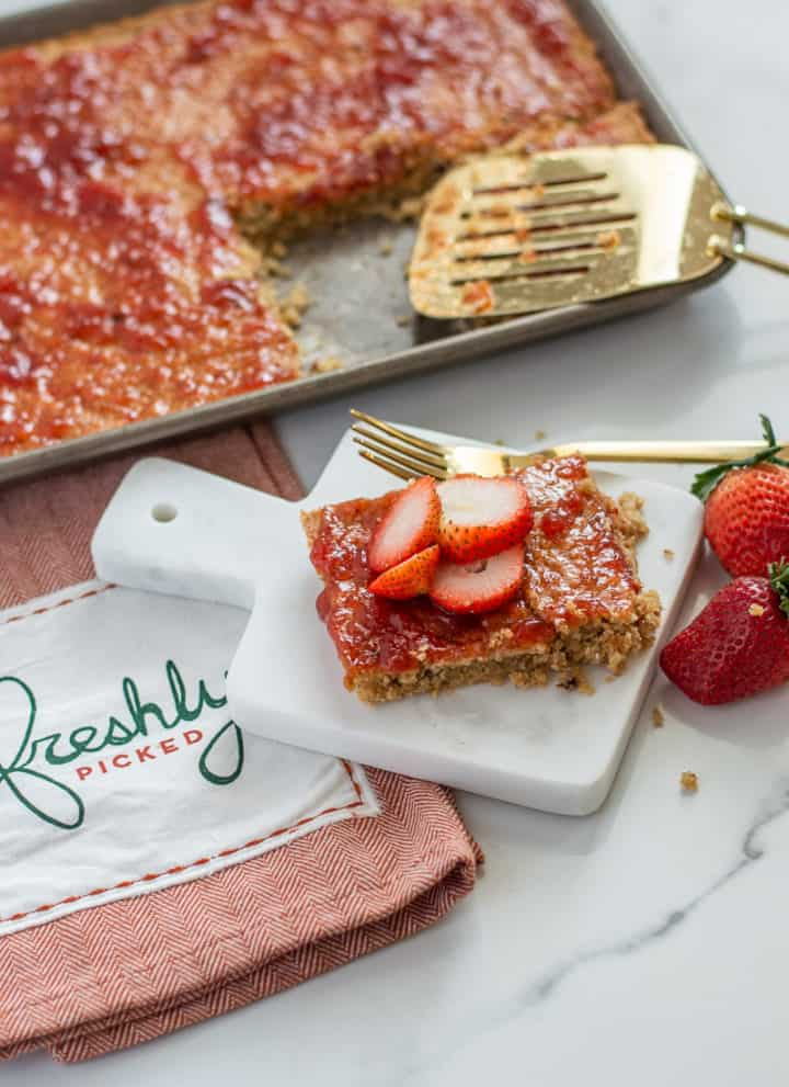 Baked Oatmeal Bars with strawberries