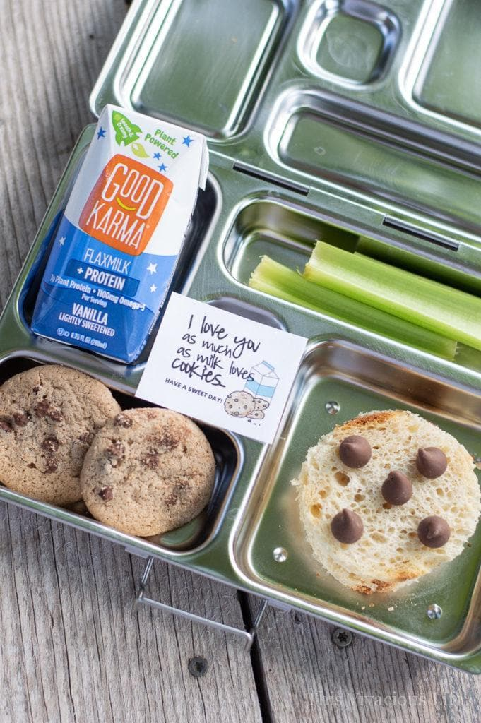 This chocolate chip cookies sandwich lunchbox is a fun back-to-school lunch. Cookies and milk have always been a good match. The cookies and milk printable is the perfect addition! | Chocolate Chip Cookies Sandwich and Milk Lunchbox | lunchbox ideas for kids | kid friendly lunches | healthy lunches || This Vivacious Life #lunch #lunchbox #lunchboxes #schoollunch #thisvivaciouslife