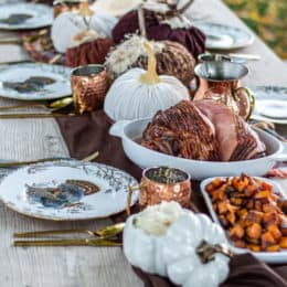 This Thanksgiving table is perfect for your big meal and is so rich in fall colors and flavors!