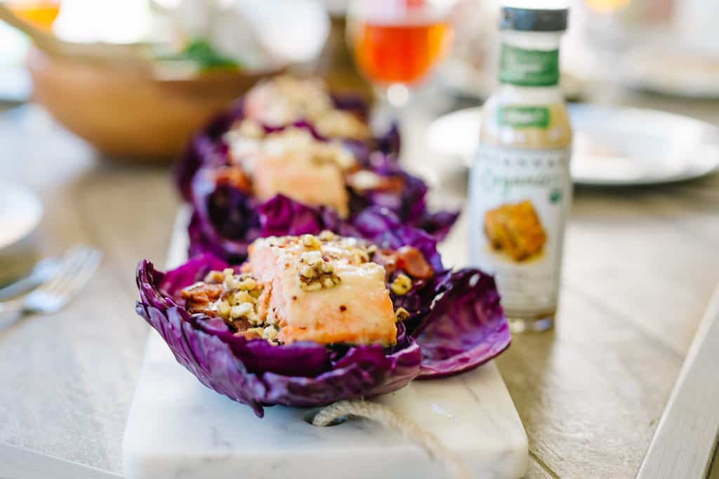 Red cabbage cups with salmon