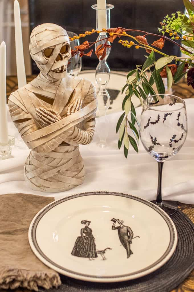Mummy tables cape and decor